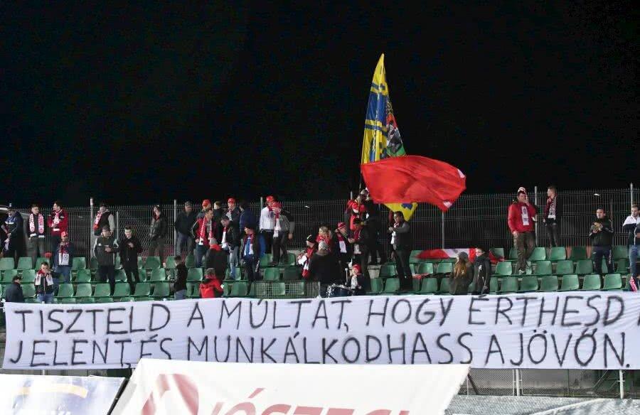 Fanii lui Sepsi în meciul cu CS U Craiova // FOTO: Bogdan Bălaș