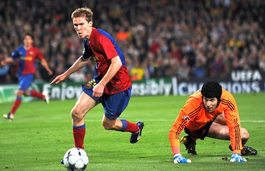 Alexander Hleb în duel cu Cech (foto: Guliver/Getty Images)