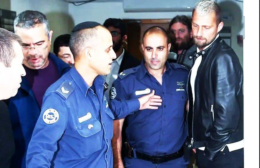 Gabi Tamaș a fost adus de polițiști ieri, spre prânz, la audierile de la tribunalul din Petah Tikva