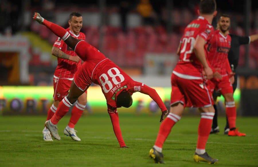 Simon Zenke a celebrat golul marcat împotriva Chiajnei cu o săritură acrobatică