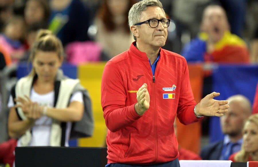 Florin Segărceanu, încurajându-și jucătoarele în disputa contra Canadei din 2018 // FOTO: Raed Krishan