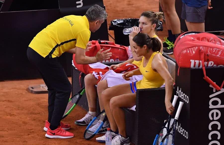 Segărceanu, dându-i sfaturi Simonei în meciul de dublu FOTO Raed Krishan