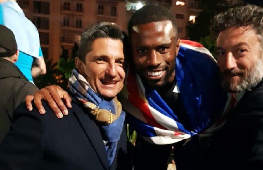 Peste măsură de fericit, Varela s-a fotografiat alături de Răzvan Lucescu și de Pantelis Konstandinidis, fost internațional grec, fost campion la PAOK și Panathinaikos // FOTO: Eduard Apostol // GSP