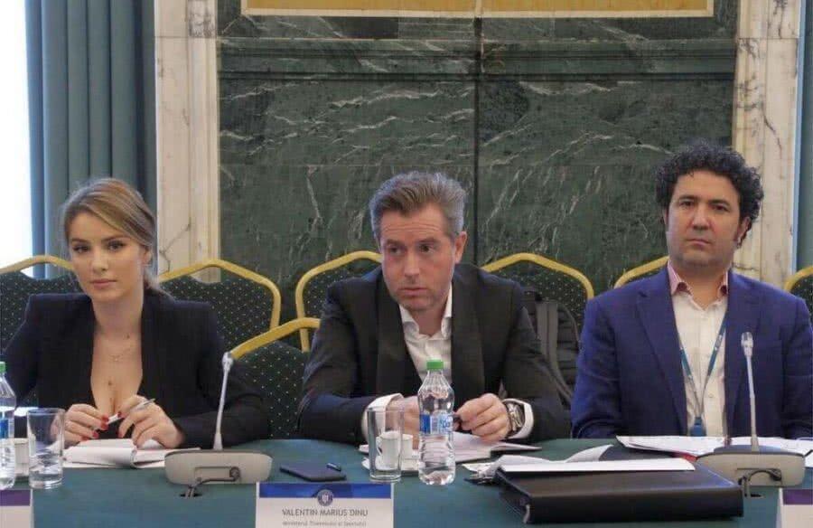 Marius Valentin Dinu, în centru, la ultima întrunire a comisiei prezitate de Gică Popescu