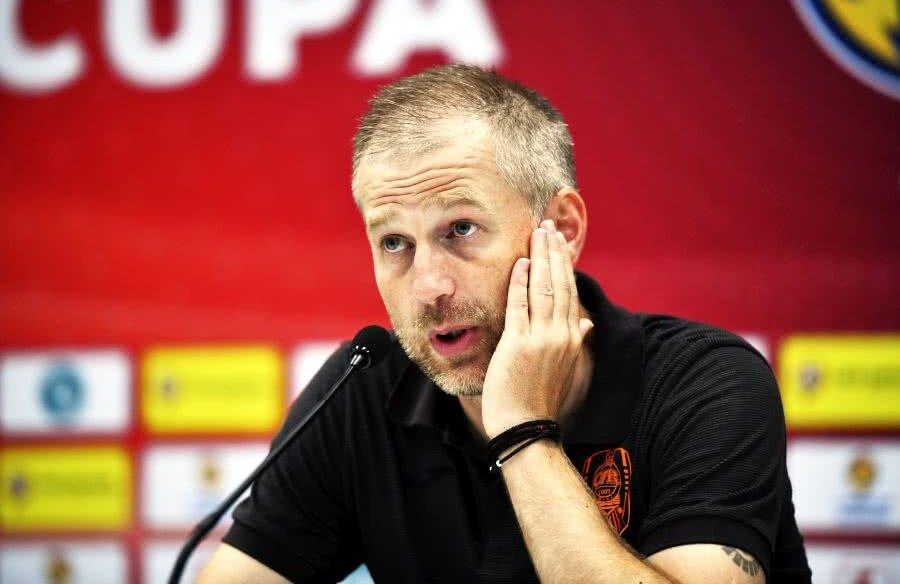 Edward Iordănescu e dorit de Becali la FCSB