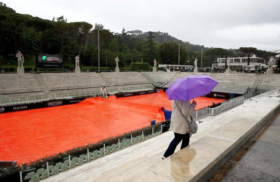 Ploaia le-a dat mari bătăi de cap organizatorilor de la Roma // FOTO: Guliver/Getty Images