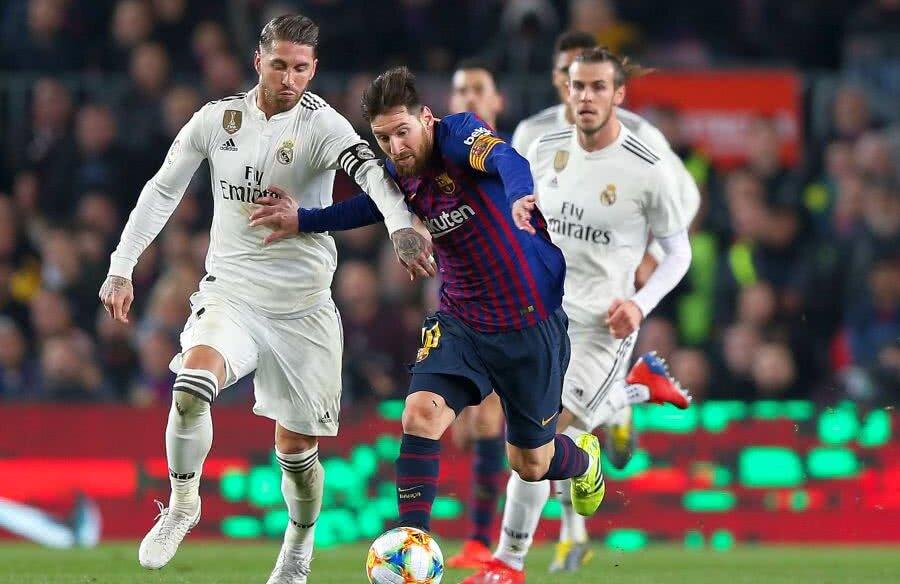 Leo Messi în duel cu Sergio Ramos // FOTO: Guliver/GettyImages