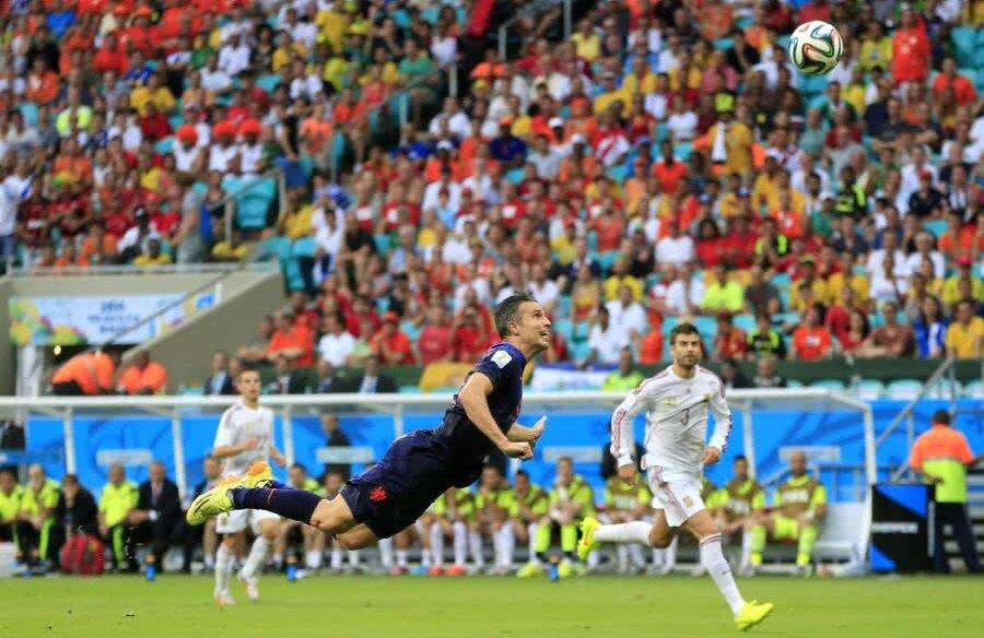 Plutirea lui Van Persie la 5-1 cu Spania (CM 2014)