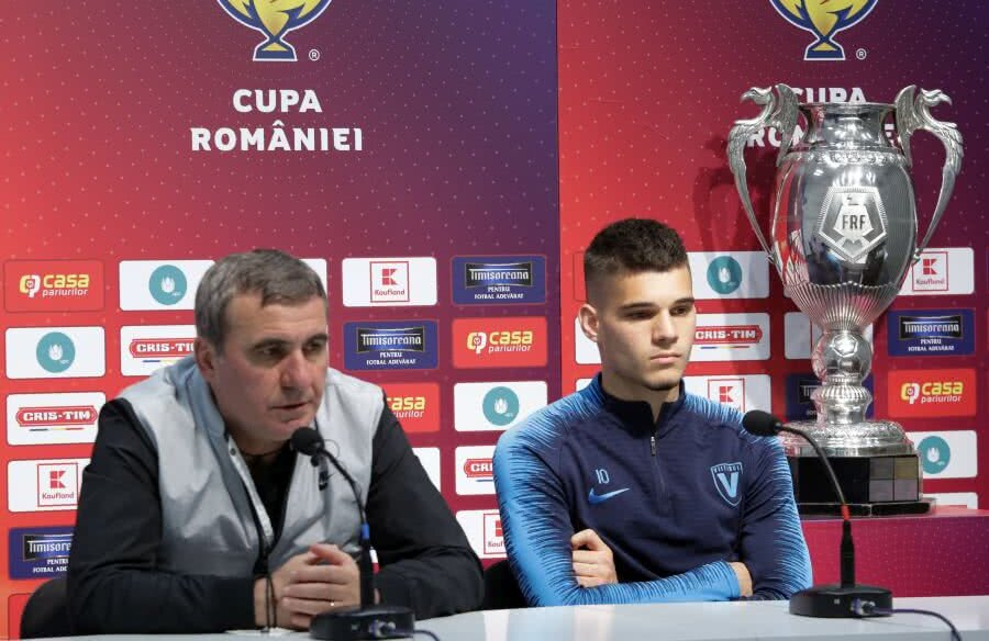 Gică și Ianis Hagi au prefațat finala Astra - Viitorul  // foto: frf.ro