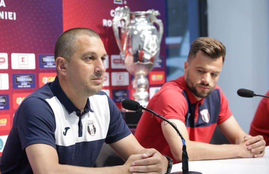 FOTO: FRF // Costel Enache și Azdren Llullaku la conferința de presă, înainte de finala Cupei României