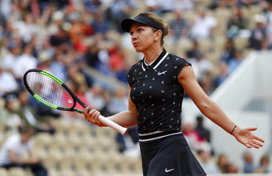 NEXT, PLEASE! Cu mici emoții, Simona Halep s-a calificat în turul III la Roland Garros, după un meci de trei seturi cu Magda Linette, scor 6-4, 5-7, 6-3. În turul următor, românca va da peste învingătoarea din meciul dintre Krunic și Tsurenko. Foto: Reuters