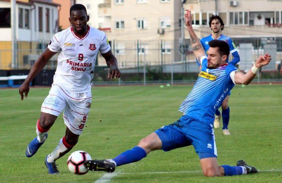 Burcă a încheiat sezonul ca fundaș stânga la Botoșani, dar fundaș central e postul lui de bază