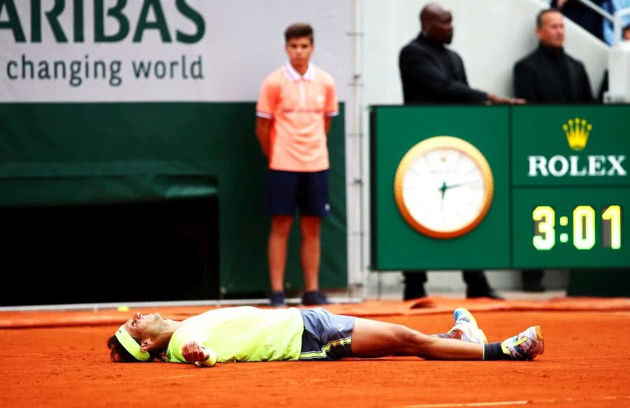 Rafael Nadal, emoționat după al 12-lea titlu la Roland Garros // FOTO: Guliver/Getty Images
