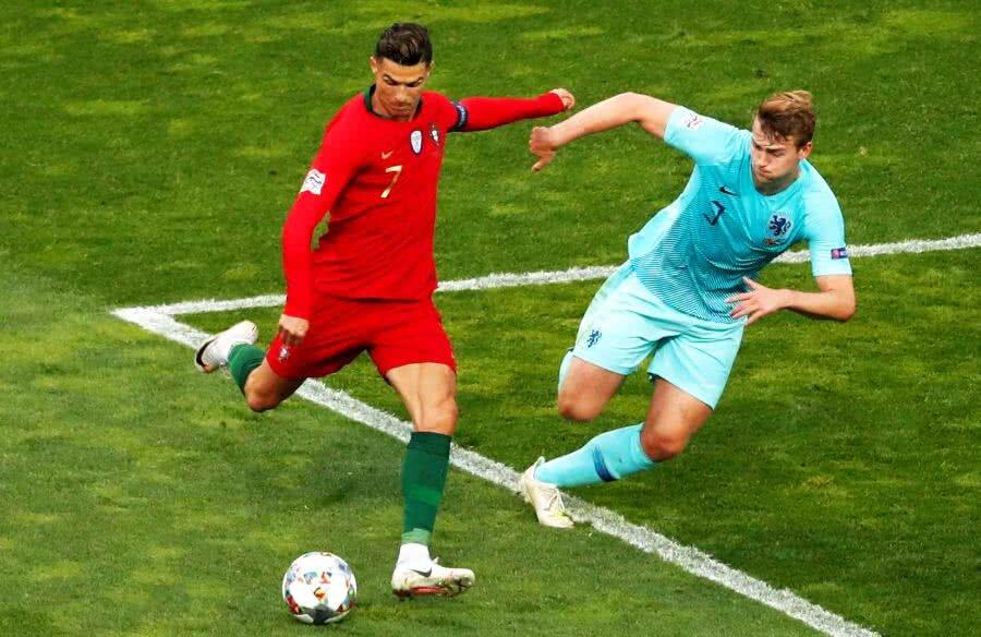 Matthijs De Ligt și Cristiano Ronaldo // FOTO: Reuters