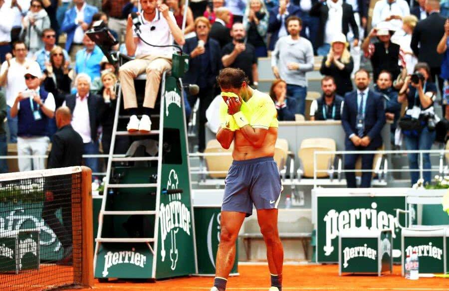 Rafael Nadal, copleșit după al 12-lea titlu la Roland Garros // FOTO: Guliver/Getty Images