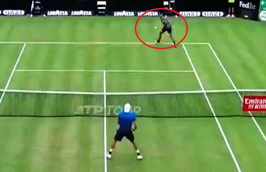 Nick Kyrgios și lovitura reușită la Stuttgart în fața lui Berretini // Captură Tennis TV