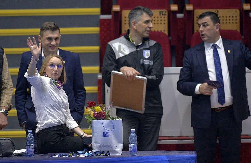 Gabi Szabo alături de Nicolae Luca (primul din dreapta), fostul antrenor al echipei de handbal, sârbul Dragan Djukici, și directorul general adjunct, Ionuț Aron, foto: Cristi Preda