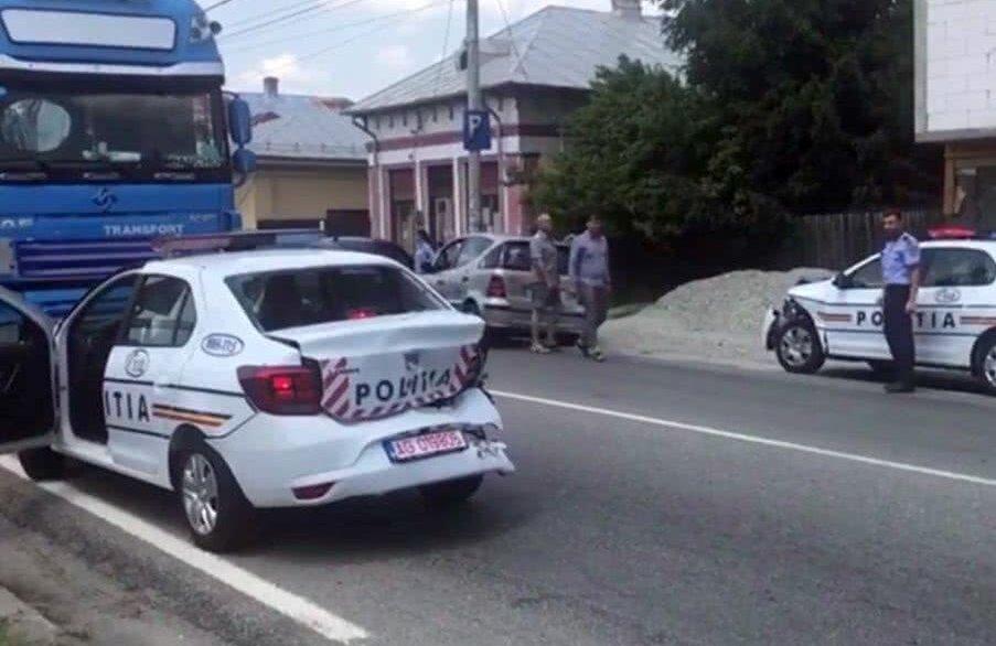 Trei mașini de poliție s-au lovit între ele