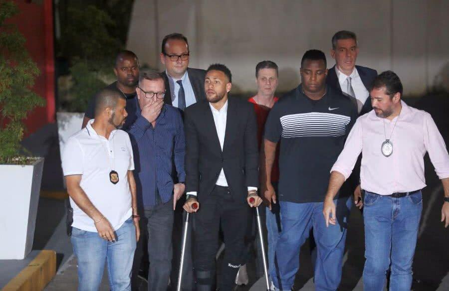 Neymar a venit în cârje la audierile pentru acuzația de viol