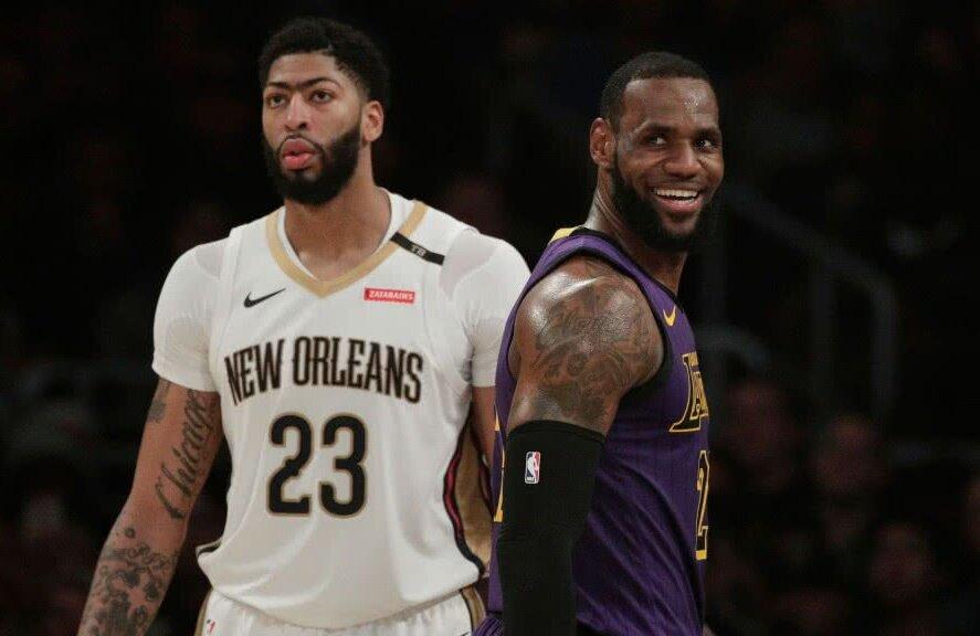 Anthony Davis (26 de ani) va juca alături de LeBron James (34 de ani), după ce Los Angeles Lakers și New Orleans Pelicans s-au înțeles pentru un trade care zguduie ierarhiile din NBA.
