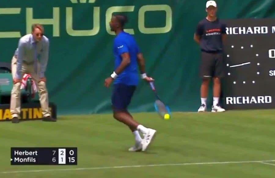 Momentul loviturii de geniu a lui Gael Monfils // Captură Tennis TV