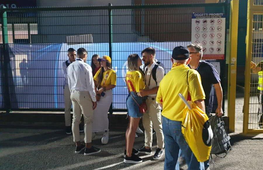 Iubitele și-au așteptat fotbaliștii după meci