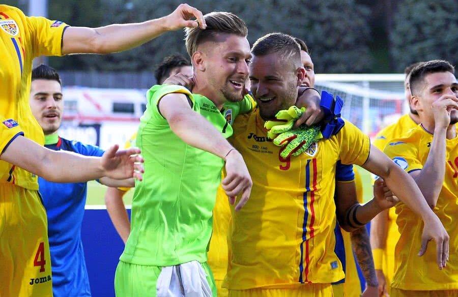 Ionuț Radu, alături de colegii săi, după victoria în fața Croației  // FOTO:  Raed Krishan