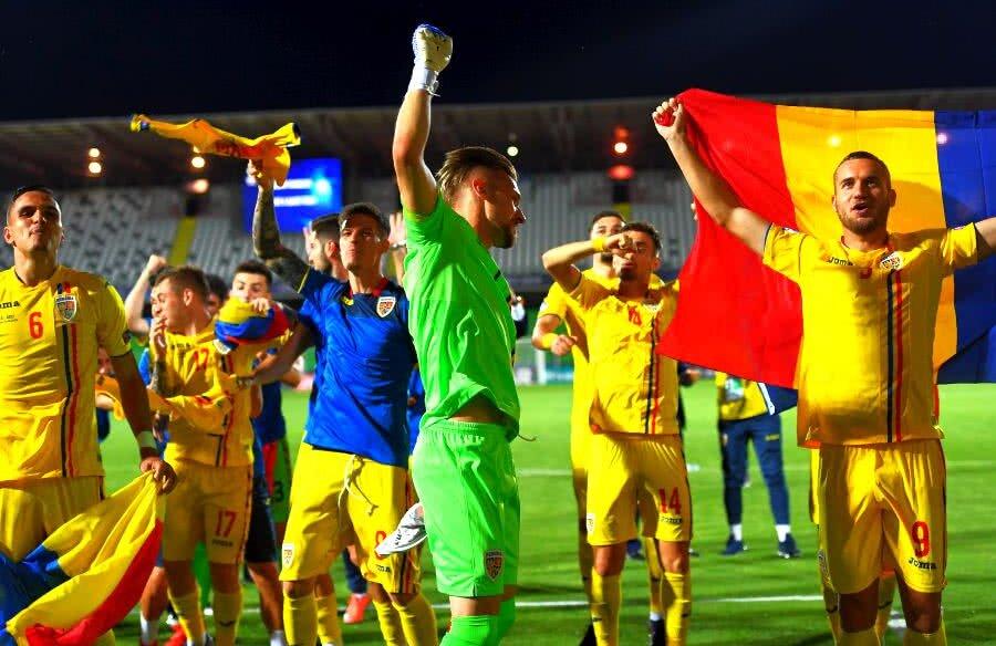 Bucuria jucătorilor de la naționala U21 după calificarea în semifinalele Campionatului European // FOTO: Raed Krishan