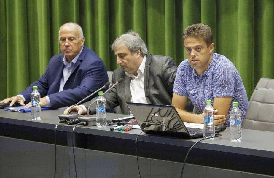 Mihai Ianovschi (primul din dreapta), alături de Țiți Dumitriu și de Stoichiță.  FOTO: frf.ro