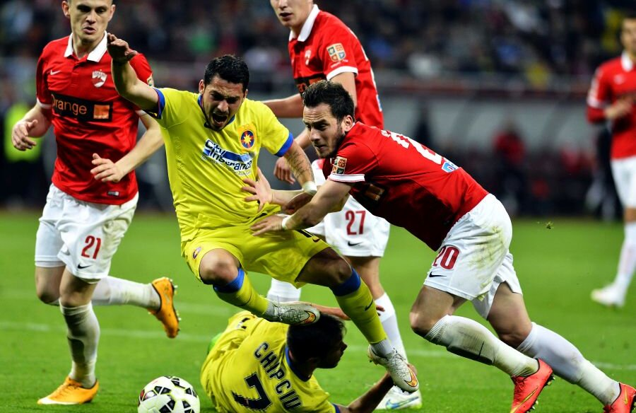 Faza în care Bărboianu a comis un penalty în derby-ul cu FCSB // Sursă foto: sportpictures.eu