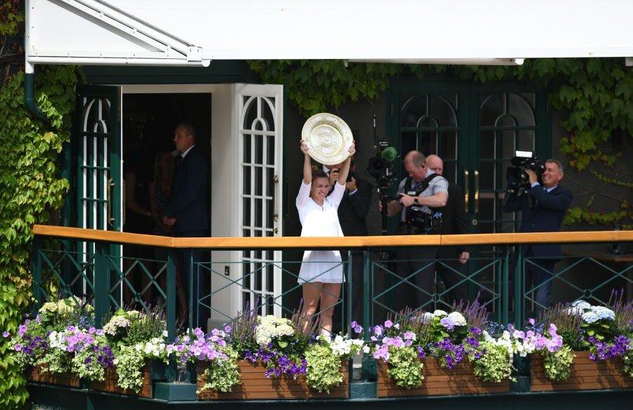 Simona Halep a cucerit trofeul de la Wimbledon
