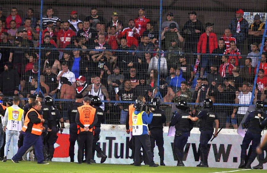 Ultrașii din PCH au făcut scandal la Ovidiu // foto: sportpictures.eu