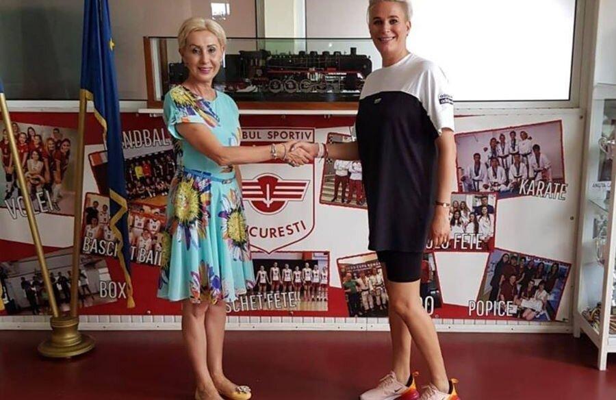Paula Ungureanu alături de președintele CS Rapid, fosta mare atletă Vali Caciureac  (foto: Rapid Handbal)