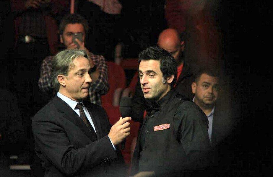Marius Ancuța și Ronnie O'Sullivan, într-una dintre participările englezului în fața publicului de la București
