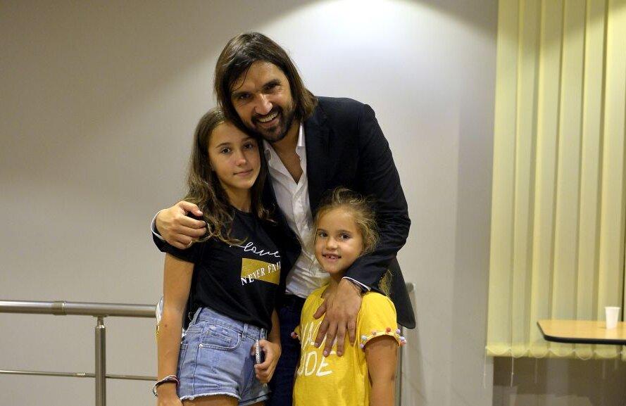 FOTO: Cristi Preda // Dan Alexa, alături de fetele sale, Casiana și Antonio