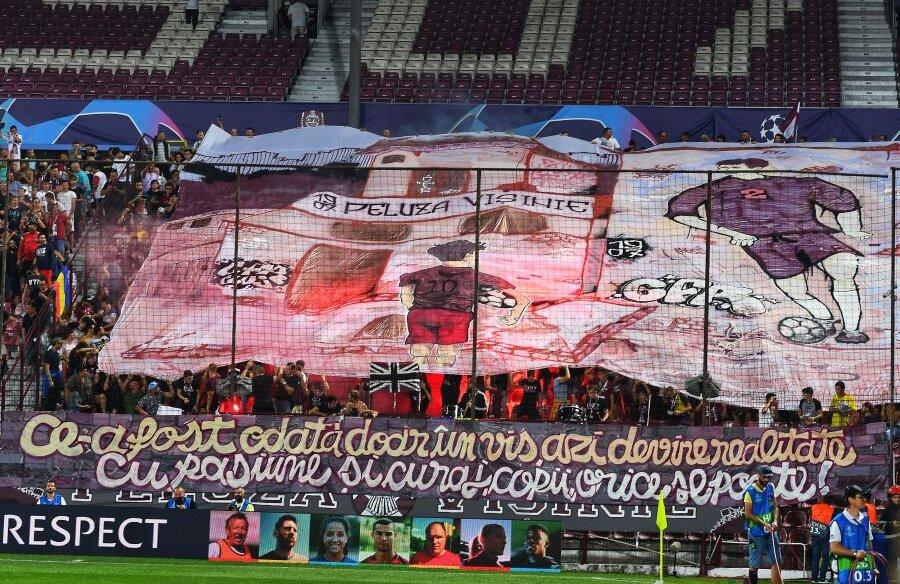 Fanii clujeni au umplut arena din Gruia la prima manșă a play-off-ului Ligii Campionilor cu Slavia Praga. CFR a pierdut, 0-1, dar încă are șanse să îi facă fericiți cu o victorie în Cehia. Foto: Raed Krishan