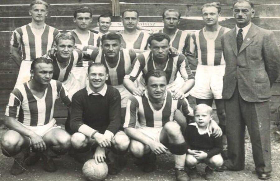 CA Oradea, generația din 1943/1944 care a cucerit titlul în Ungaria // Foto: Wikipedia