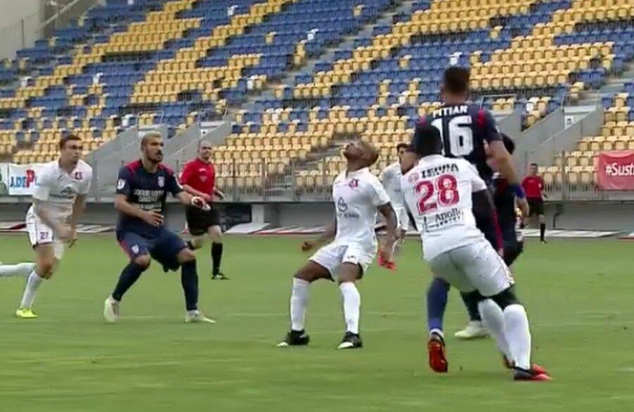 Faza penalty-ului din Chindia - Hermannstadt 0-1 // foto: captură @ TV Telekom Sport